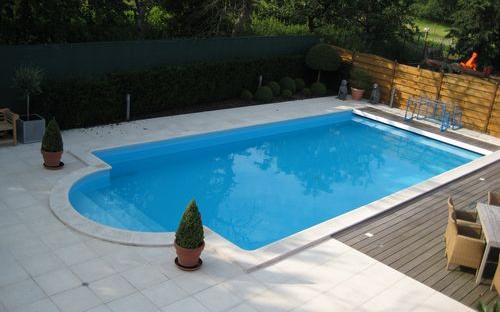 Blokit zwembad met romeinse trap en blauwe liner for Zwembad houtlook